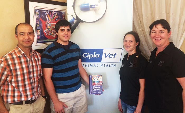 CiplaVet and the SAVF donate books to final year veterinary student clinic groups