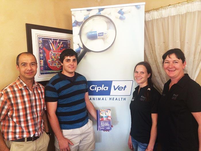 SA Veterinary Foundation donates books to final year students