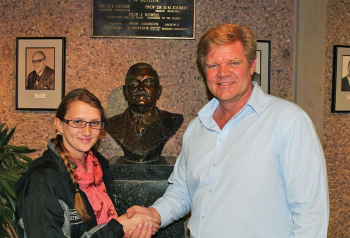 SA Veterinary Foundation hands over student bursaries in 2015